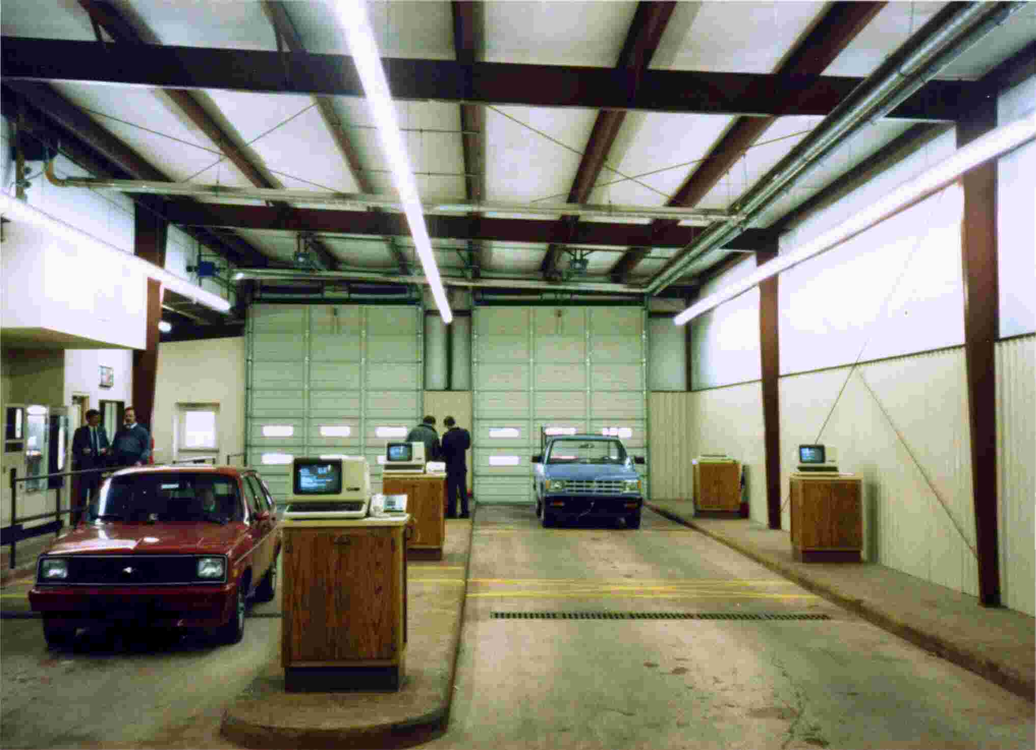 Reflect-O-Ray® EDS 3.5® system installed in auto dealer service write up area.